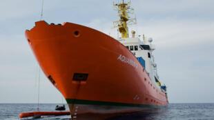 L'Aquarius lors d'un sauvetage d'un canot de migrants, le 24 septembre 2018.