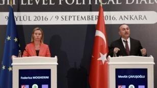 وزير الخارجية التركي مولود شاوش اوغلو ووزيرة خارجية الاتحاد الاوروبي فيدريكا موغيريني خلال مؤتمر صحافي في انقرة، الجمعة 9 ايلول/سبتمبر 2016