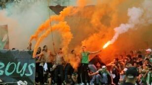مشجعو الرجاء البيضاوي في الدار البيضاء في 20 كانون الأول/ديسمبر 2015