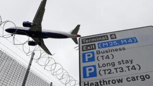 A l'aéroport de Londres-Heathrow, le 10 mai 2020