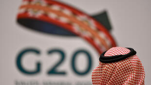 شعار مجموعة العشرين خلال اجتماع عبر الفيديو برئاسة السعودية في 26 آذار/مارس 2020