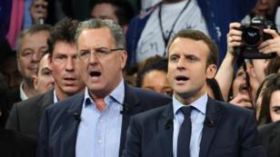 Richard Ferrand et Emmanuel Macron, le 10 décembre 2016, lors d'un meeting à Paris.