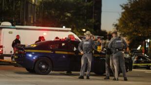 Policiers dans le sud de Manhattan, où un véhicule a foncé sur une piste cyclable, le 31 octobre 2017.