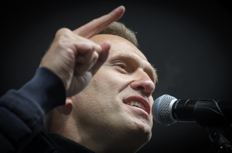 أليكسي نافالني هو واحد من أشد معارضي الرئيس فلاديمير بوتين وقد كشف عن فساد واسع النطاق من قبل المسؤولين.