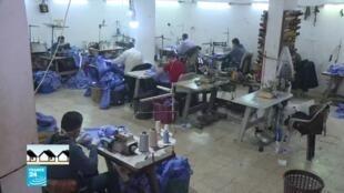 مصنع أنسجة يتحول لصناعة الكمامات