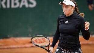 Jelena Ostapenko in action at Roland Garros