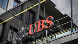 """UBS AG est accusé d'avoir """"en parfaite conscience"""" illégalement démarché de riches clients français et dissimulé des milliers de comptes non déclarés."""