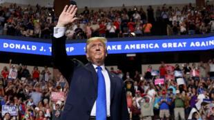 Donald Trump recibió el rechazo de algunos republicanos luego de burlarse de Christine Blasey Ford en un acto realizado en Mississippi.