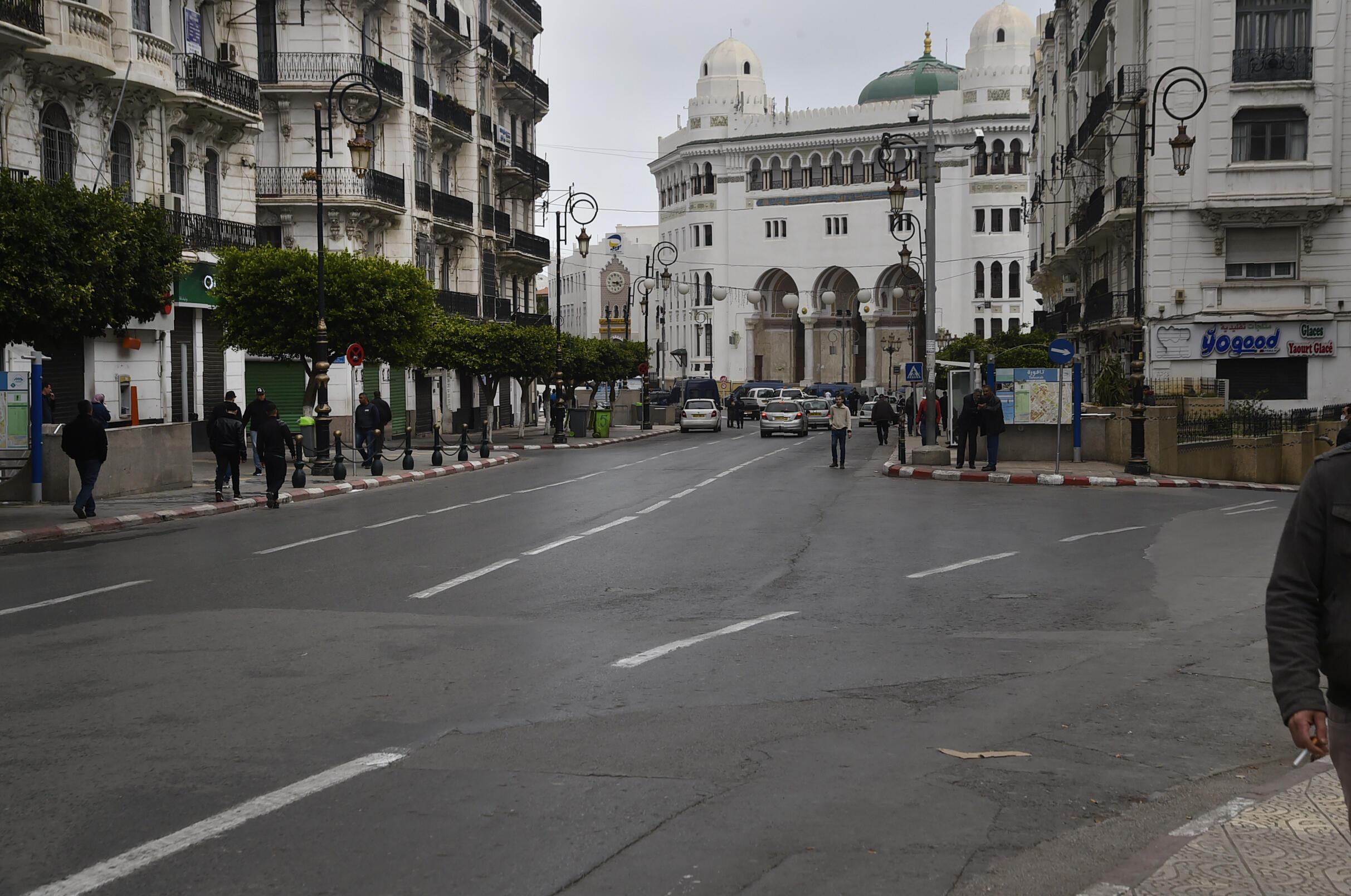 الحجر الصحي في الجزائر جراء فيروس كورونا.