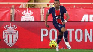 La jeune star du PSG Kylian Mbappé a rayonné avec un doublé pour le PSG au stade Louis II de Monaco, le  20 novembre 2020