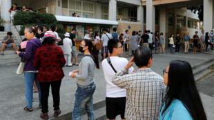 Personas hacen fila en los centro de votación para participar en las trascendentales elecciones locales y opinar sobre la aprobación del matrimonio igualitario. De ser aprobado sería el primer Estado en Asia en legalizarlo.
