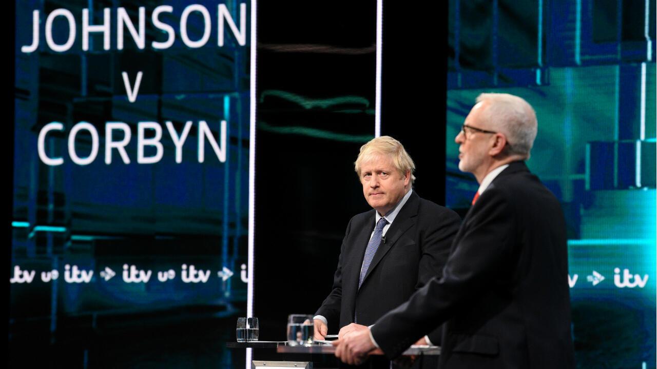 أول مناظرة تلفزيونية بين كل من رئيس الوزراء البريطاني بوريس جونسون وزعيم المعارضة العمالية جيريمي كوربن في 19 تشرين الثاني/ نوفمبر 2019 في لندن.
