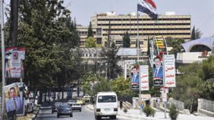 صور من الحملات الانتخابية لمرشحين الى مجلس الشعب لاسوري في شوارع مدينة حلب في شمال سوريا في 15 تموز/يوليو 2020