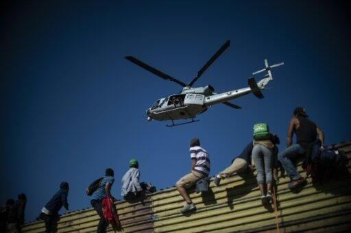 مهاجرون يحاولون اجتياز الحدود بين المكسيك والولايات المتحدة 25 تشرين الثاني/نوفمبر 2018