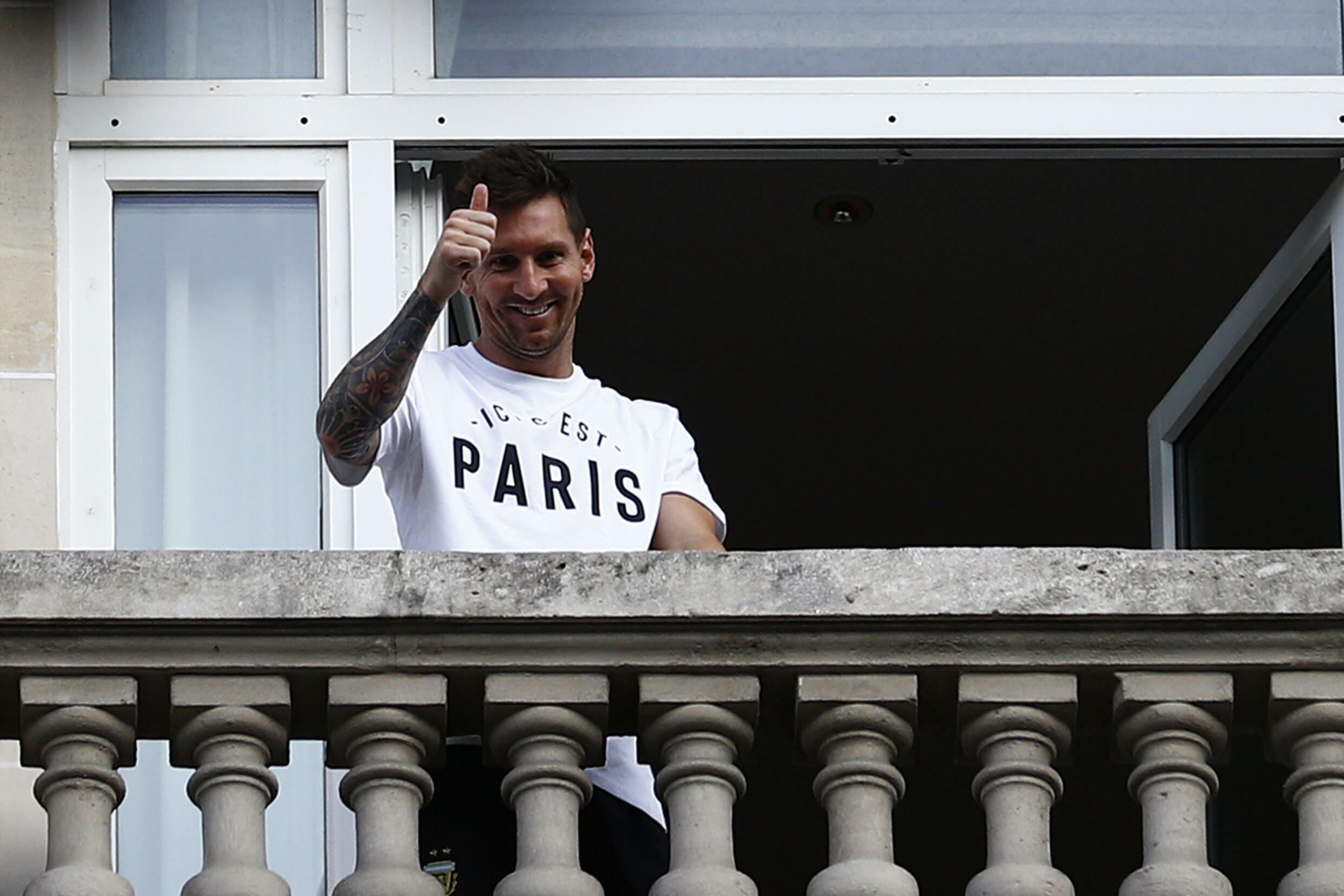 Argentinian football supporters have also given the thumbs up to Lionel Messi's projected move to Paris St-Germain