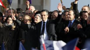 مرشح اليمين للانتخابات الرئاسية الفرنسية فرانسوا فيون في ساحة تروكاديرو في باريس54 آذار/مارس 2017