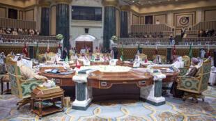 صورة وزعتها وكالة الأنباء السعودية يظهر فيها قادة دول مجلس التعاون الخليجي خلال القمة في الرياض في 9 من كانون الأول/ديسمبر 2018.