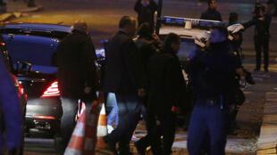 El primer ministro del Líbano Saad Hariri rodeado del personal de seguridad a su llegada a Francia el 18 de noviembre de 2017.