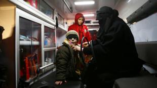Se calcula que unos 200.000 menores viven en la región sitiada de Guta Oriental, en Siria.