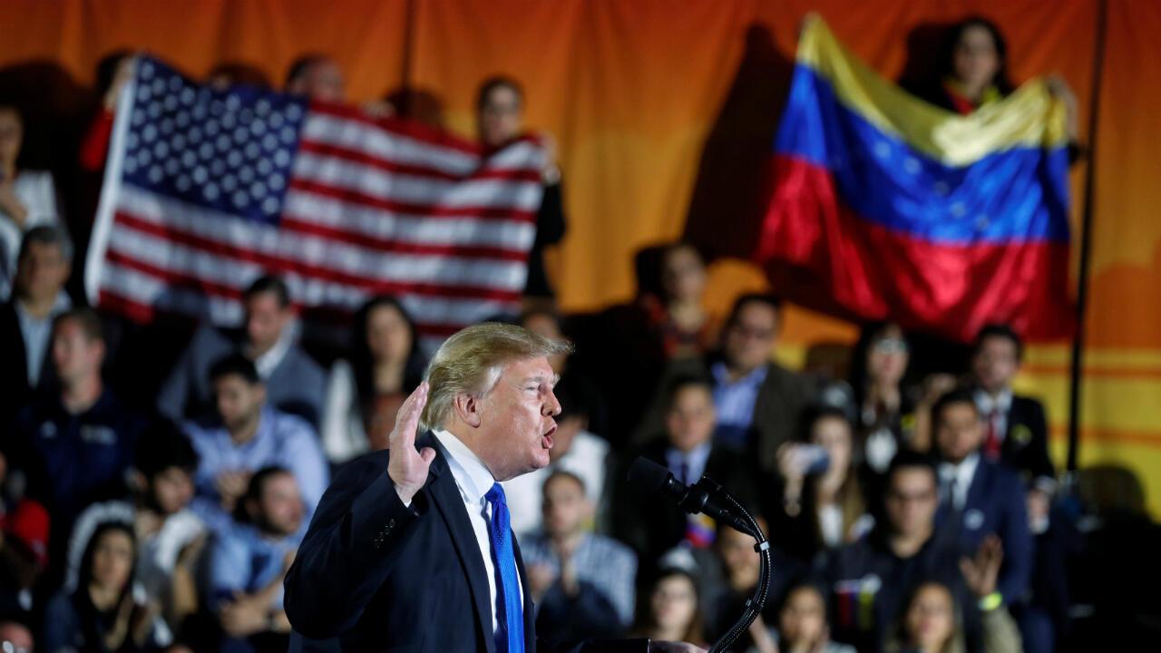 Donald Trump habla sobre la crisis en Venezuela durante una visita a la Universidad Internacional de Florida en Miami, el 18 de febrero de 2019.
