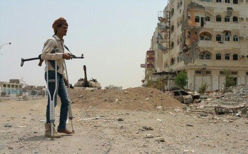 مقاتل موال للرئيس هادي في عدن 30 يوليو 2015