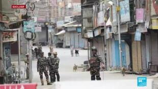 À Srinagar, la capitale du Cachemire indien, les habitants sont coupés du monde.