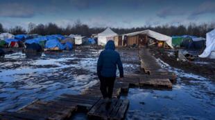 Près de 3000 personnes vivent actuellement à Grande-Synthe dans des conditions précaires.