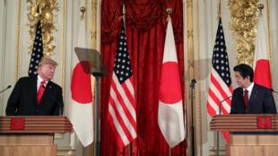 El presidente de Estados Unidos, Donald Trump, y el primer ministro de Japón, Shinzo Abe, ofrecen una conferencia de prensa en el Palacio Akasaka en Tokio, Japón, el 27 de mayo de 2019.