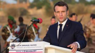 El presidente de Francia, Emmanuel Macron, interviene en una rueda de prensa en Niamey, Níger. 22 de diciembre de 2019.