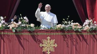 Le pape François lors de sa traditionnelle bénédiction Urbi et Orbi, le dimanche 16 avril 2017.