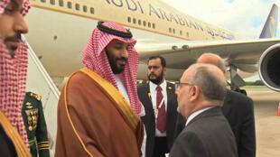 Le ministre argentin des Affaires étrangères, Jorge Marcelo Faurie, accueille le prince héritier saoudien Mohammed ben Salmane en Argentine, le 28 novembre 2018.