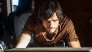 Ashton Kutcher dans les habits de Steve Jobs