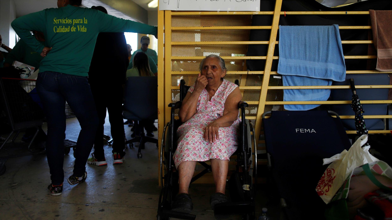 Afectados por el sismo reciben ayuda en la Escuela Vocacional de Ponce, Puerto Rico. 11 de enero de 2020.