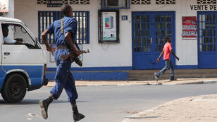 Un policier à Bujumbura, le 2 août 2015