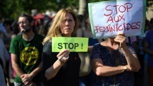 Des femmes lors d'une manifestation contre les violences conjugales, à Paris, le 6 juillet 2019.