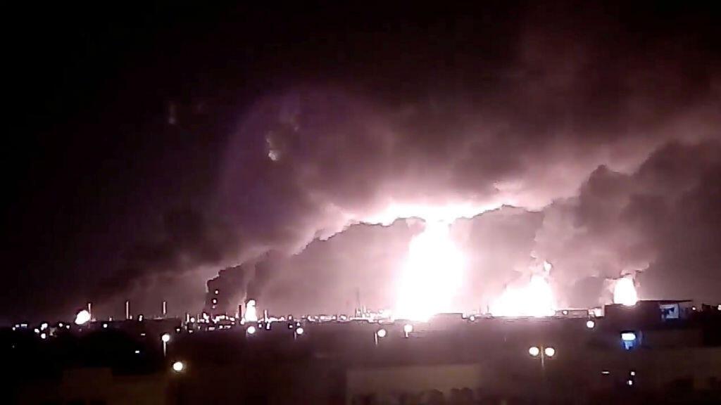 Ataque con aviones no tripulados por el grupo hutí de Yemen, aliado con Irán, contra las instalaciones de una petrolera saudita.el 14 de septiembre de 2019.