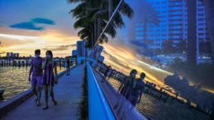 Gente paseando por South Bay, Miami Beach, Florida, el 14 de julio de 2020, pese al avance de la pandemia en el estado