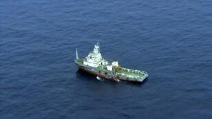 سفينة تشارك في عمليات البحث عن الطائرة المصرية المفقودة في البحر المتوسط في 21 مايو 2016