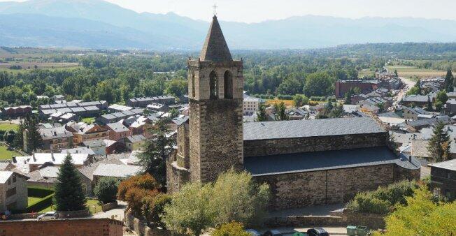 قرية ليفيا، الواقعة داخل الأراضي الفرنسية، صوتت بالغالبية لاستقلال كاتالونيا عن إسبانيا.