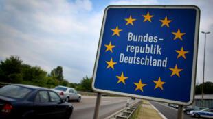 L'Allemagne a réintroduit, dimanche 13 septembre 2015, le contrôle à sa frontière avec l'Autriche.