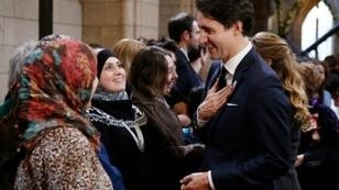 رئيس الوزراء الكندي مع عدد من النساء المسلمات في آذار/مارس 2017
