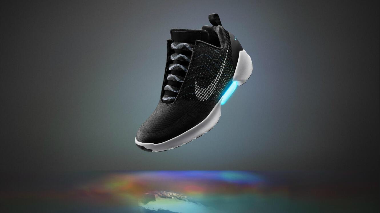 """La basket Nike HyperAdapt 1.0, inspirée de """"Retour vers le futur"""" et condensé de technologie, sera en vente à partir du 28 novembre 2016."""