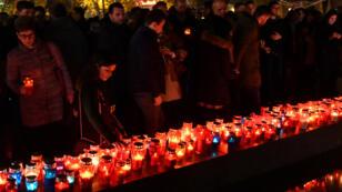 Des Croates de Bosnie rendent hommage à Slobodan Praljak à Mostar, le 29 novembre 2017.