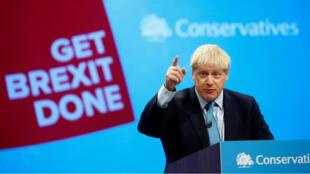 El primer ministro británico, Boris Johnson, brinda un discurso para presentar su nuevo plan del Brexit durante el congreso anual del Partido Conservador en Manchester, el 2 de octubre de 2019.
