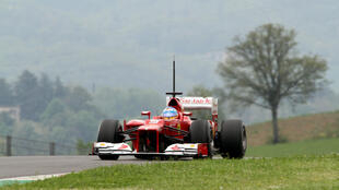 Fernando Alonso au volant d'une Ferrari lors d'une séance d'essais sur le circuit du Mugello, en Italie, le 3 mai 2012