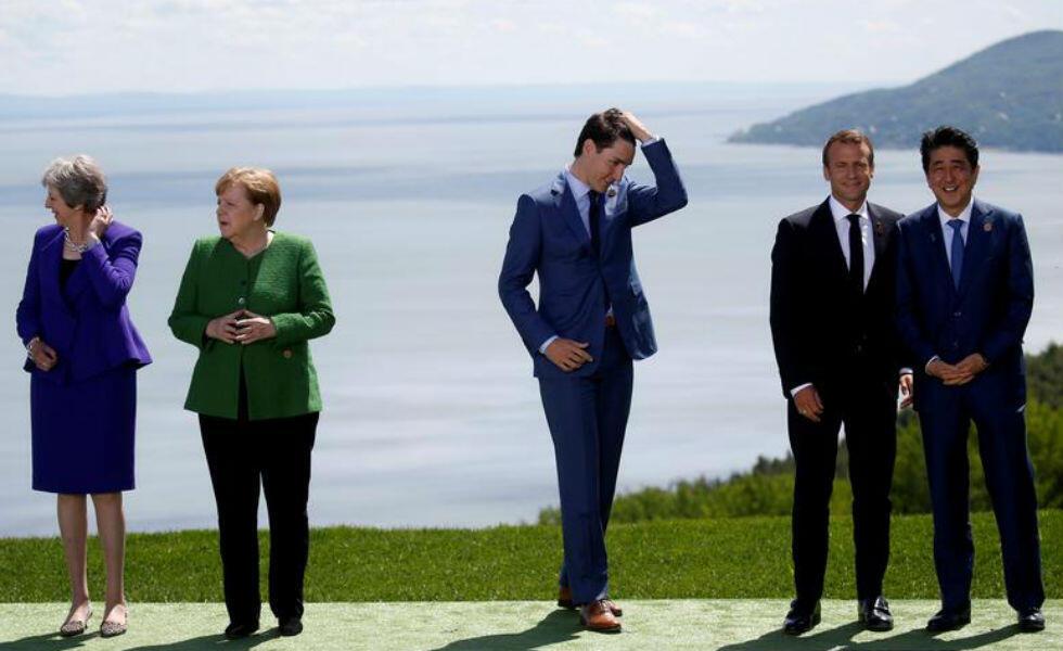 Malaise lors de la réunion du G7 : ses membres attendent le Président Donald Trump qui tarde à venir pour prendre la photographie de famille habituelle, le 8 juin 2018, au Québec.