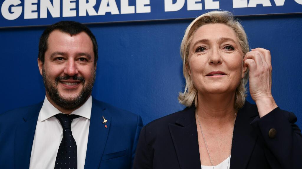 Le ministre de l'Intérieur et vice-Premier ministre italien, Matteo Salvini, et la présidente du Rassemblement national, Marine Le Pen, lundi 8 octobre 2018, à Rome.