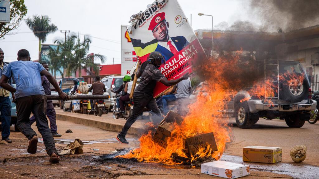 Présidentielle en Ouganda : Bobi Wine libéré, 37 morts depuis mercredi