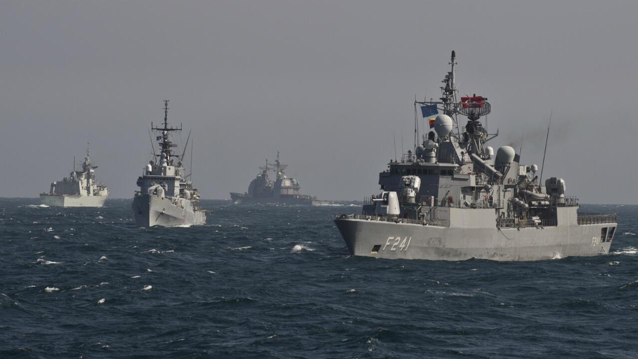 Des navires de l'Otan en manoeuvre en mer Noire, en mars 2015.