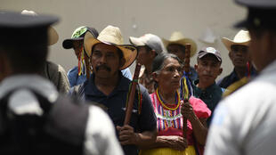 Des manifestants exigent le départ du président Jimmy Morales, accusé de corruption.